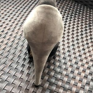 Donna Karan pump shoes